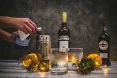 L'aperitivo è una bevanda alcolica pre-pasto appositamente studiata per stuzzicare l'appetito. Holiday Cocktails, Fun Cocktails, Most Popular Cocktails, Italian Cocktails, Bourbon Drinks, Pigs In A Blanket, Ga In, Strawberry Desserts, Time To Eat