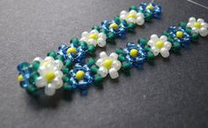 Blue and White Potawatomi Daisies how to make pearl beads neckless, easy diy jewelry making idea Beaded Jewelry Designs, Bead Jewellery, Jewelery, Handmade Jewelry, Wire Jewelry, Beaded Necklace, Beaded Bracelets, Daisy Chain, Jewelry Making Tutorials