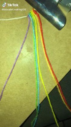 Diy Bracelets Patterns, Yarn Bracelets, Diy Bracelets Easy, Bracelet Crafts, Embroidery Bracelets, Summer Bracelets, String Bracelets, Diy Friendship Bracelets Tutorial, Friendship Bracelets Designs