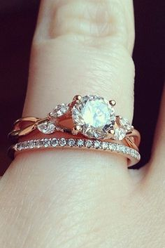Rings Vintage - Vintage wedding rings perfectly fit girls who like classics. If you are in love with tender romantic rings shapes and forms - vintage rings are made for you! As for what defines a ring as a Wedding Rings Solitaire, Wedding Rings Rose Gold, Bridal Rings, Diamond Engagement Rings, Wedding Bands, Vintage Wedding Jewelry, Vintage Rings, Beautiful Wedding Rings, Rose Gold Diamond Ring