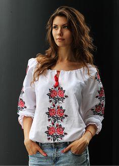 Модная женская вышиванка авторская работа купить в СПБ Embroidered Clothes, Embroidered Blouse, Embroidery Dress, Mexican Fashion, Folk Fashion, Womens Fashion, Blouse Styles, Blouse Designs, Mode Monochrome