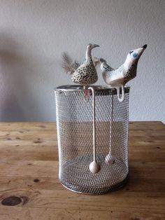 """*Die Kreativ Chaoten haben sich diesmal das Thema """"Zeitung"""" gewählt, dies ist einer meiner  Beiträge.*  *Produkttitel: """"Schräge Vögel""""*  Es ha..."""