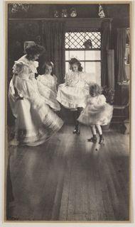 Gertrude Käsebier (née à Des Moines (Iowa) le 18 mai 1852, morte à New York le 13 octobre 1934): The Dancing Lesson, c. 1905
