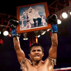 a4d02fc911 Buakaw Muay Thai Fighter Hold Up Picture of Thailand King After Winning  Championship