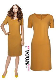e8de79844 Tmavomodré spoločenské šaty pre moletky s originálnou aplikáciou ...