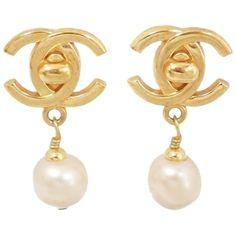 Pre-owned Chanel Vintage 96p Cc Logo Drop Pearl Clip-on Earrings... ($350) ❤ liked on Polyvore featuring jewelry, earrings, accessories, gold, pearl earrings, pearl clip on earrings, gold tone earrings, chanel earrings and womens jewellery