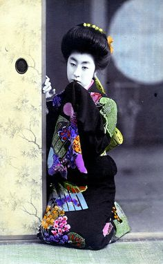 Hangyoku in a Doorway 1910    A hand coloured postcard from around 1910.