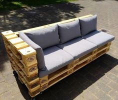 Pallet Cushioned Sofa on Rolls