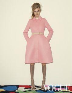 De Britse lieveling thinks pink in de serie geschoten door Walter Pfeiffer. Styling door Francesca Burns.