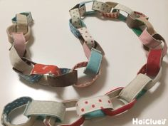 折り紙で作ると、使い捨てになりがちな輪っか飾り。これなら、何度でもなが~く使えそう!お誕生会やパーティー、クリスマスなど…いろんな場面で大活躍しそうなアイディア遊び。