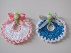 This post shows you how to Cro Crochet Motif, Crochet Designs, Crochet Baby, Free Crochet, Knit Crochet, Crochet Patterns, Baby Shower Souvenirs, Baby Shower Favors, Crochet Gifts