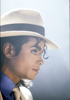 REMEMBERING THE KING OF POP MICHAEL JACKSON 1958 - 2009
