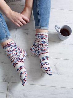 Honeycomb - Manos Honeycomb Sock - Laughing Hens Knitting Patterns, Crochet Patterns, Honeycomb Pattern, Women's Feet, Sock Yarn, Hand Dyed Yarn, Stitch Design, Knitting Socks, Beautiful Patterns