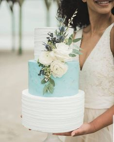White Wedding Cakes Baby blue and white California wedding cake Wedding Cake Fresh Flowers, Pretty Wedding Cakes, Amazing Wedding Cakes, White Wedding Cakes, Elegant Wedding Cakes, Wedding White, Easy Wedding Cakes, Cake Flowers, Sugar Flowers