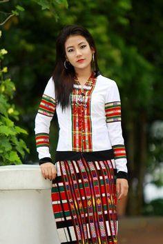 This is a beautiful Mizo girl. Myanmar Traditional Dress, Traditional Dresses, Kurta Designs, King Dress, Myanmar Women, Tribal Dress, Beautiful Asian Girls, Korean Fashion, Ethnic Fashion