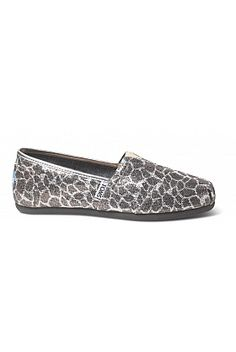 TOMS Shoes - Giraffe