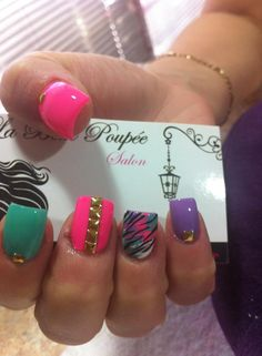 nails like how the colors match the zebra, not a fan of zebra print tho