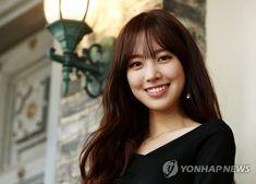 진세연 '건치 미녀의 아름다운 미소' | 연합뉴스 Casual Work Outfits, Work Casual, Han Hyo Joo, Yoona Snsd, Korean Celebrities, Asian Actors, Dimples, Asian Beauty, Actors & Actresses