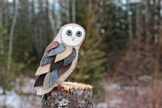Felt Barn Owl Ornament... how adorable! This incredible lady has done free patterns for all sorts of birds, makes me really want to do a woodland theme tree next year!