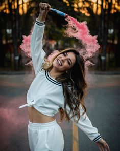 Ideias para fotos de 15 anos - Sun Tutorial and Ideas Smoke Bomb Photography, Portrait Photography Poses, Photography Poses Women, Tumblr Photography, Creative Photography, Photography Tips, Digital Photography, Rauch Fotografie, Shotting Photo