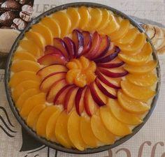 A gyümölcstorta amolyan mindenki kedvence sütemény. Még azok a gyerekek is szeretik, akik amúgy a nem hajlandók megenni a gyümölcsöt. Íme itt a klasszikus pudingos gyümölcstorta reeptje!