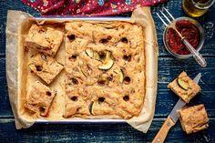 Focaccia pełnoziarnista z cukinią i suszonymi pomidorami Banana Bread, Pizza, Food, Essen, Meals, Yemek, Eten