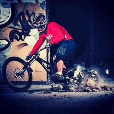 Nih #sepedacadas dari @rocketpix   Tag 3 kerabat/temen #gowesbareng kamu yang suka atau pengen sepeda ini   punya #sepedacadas juga? tag @sepedacadas dan gunakan hashtag #sepedacadas buat kami repost   #sepeda #sepedagunung #sepedaindonesia #sepedacadas #gowes #mtb #gowesbareng #gowesbareng #pengensepeda #pengentraveling  #mtbindonesia