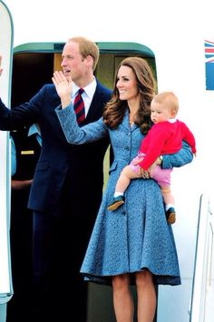 Bye, George! The Royal Wave goodbye in Australia.  Prince William and Catherine Kate.