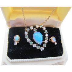 Vintage 14K Gold Natural Opal Diamond Emerald Heart Pendant Necklace