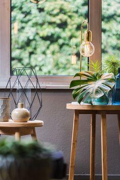 Bloomingville Tischlampe mit Messing Finish - für den Beistelltisch im Wohnzimmer oder als Nachtischlampe neben dem Bett im Schlafzimmer // Jetzt im ATALA Online Shop günstig kaufen