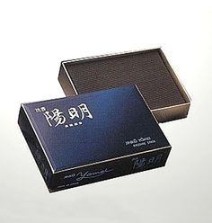 【沈香陽明 大バラ】香木の最高峰「伽羅」の持つ上品な甘味をベトナム産の「沈香」と十数種類の漢方香料を巧みに調香して創りあげています。残り香は、高級線香にふさわしく落ち着きがありしかも練香の薫りも感じさせます。商品ページ→ http://mizumoto.shops.net/item?itemid=10981