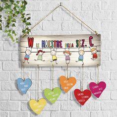 targhetta-maestra-personalizzata-nomi-bimbi 7 Rules Of Life, Diy And Crafts, Crafts For Kids, Teachers' Day, Sunday School Crafts, Crafty Kids, Diy Wall Art, Teacher Appreciation, Diy Tutorial