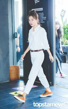 180901 Converse 'One Star Golmok' Event Kang Seulgi, Red Velvet Seulgi, Converse One Star, Velvet Fashion, White Outfits, Velvet Outfits, Korean Music, Sooyoung, Kpop Girls