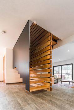 Galería de Casa Los Peumos / Carlos Torres Alcalde - 8 Escalier Art, Escalier Design, Stairs Architecture, Interior Architecture, Interior Stairs, Home Interior Design, Interior Colors, Interior Ideas, Stair Railing Design