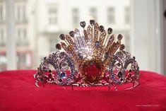 Das Rheingold Opernball Tiara Design by Donatella Versace, made by Swarovski Donatella Versace, Swarovski, Vienna, Opera, Jewelry, Design, Fashion, Nice Asses, Moda