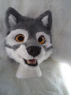The female wolf I'm working on right now... the head features: - Toony Followme-Eyes - Moving jaw - CoolingSystem in the muzzle with a switch behind the left ear, powered by a 9V-Battery Resinbase ...