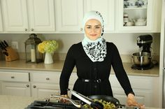 My name is Nour Zibdeh. I'm a functional dietitian and nutritionist, and I'm a practicing Muslim, living in Northern Virginia. Here's What A Muslim Dietitian Eats During Ramadan Chicken Salad Recipes, Healthy Chicken, Healthy Food, Healthy Eating, Iftar, Healthy Ramadan Recipes, Healthy Recipes, Tofu Recipes, Sauce Tahini