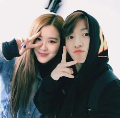A social media story of Rosé and Jungkook. Rosé and Jungkook become closer interacting on social media and fans are having a field day seeing their interaction. Will they accept them or not? Kpop Couples, Cute Couples, Jung Kook, K Pop, Foto Rose, Funny Minion Memes, Blackpink And Bts, Ulzzang Couple, Park Chaeyoung