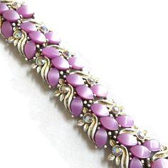 "This is a super sweet Purple Lucite Cabochons Link Bracelet White & Gold Enamel and Aurora Borealis Rhinestones Vintage!   This bracelet measures 7 1/2"" long and has a snap... #vintage #jewelry #ecochic #vogueteam ➡️ http://jto.li/sPa7s"