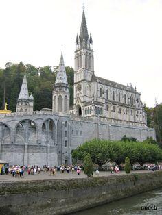 Lourdes, France viajarporquesim.blogs.sapo.pt Lourdes France, Barcelona Cathedral, My Photos, Building, Travel, Viajes, Traveling, Fotografia, Buildings