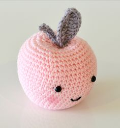 I ended up writing my own pattern for the cute apples I made to accompany my Pirum Parum pears (pattern by Tournicote). I am very happy...