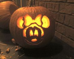 [Decoration] : Fetching Halloween Party Garnish For Outdoor With A Cute Carving Pumpkin In Mickey Mouse Carved Plus A Light In It