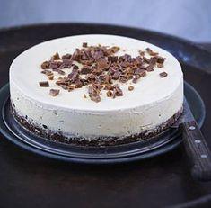En riktigt smarrig klassiker! Kom ihåg att ta fram kakan ur frysen ungefär en halvtimme innan den ska ätas.