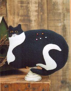 Primitive Wool Cat e-Pattern Cat Black and White Cat Pin Cushion Pin Keeper Make Do Warren Kimble