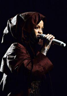Rihanna     Anti World Tour: Brooklyn, NY (Mar.27)