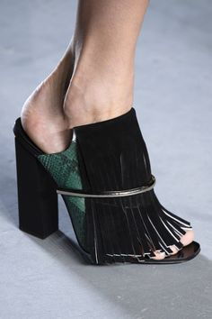 Once high summer arrives, though, you'll want to consider investing in a pair of sexy, Romanesque gladiator flats, or practical yet chic blocked heel sandals, ideal for day-to-night wear in the city.| styloko.com