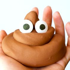 Poop Emoji Slime (It's Edible!) Edible chocolate slime that looks just like the poo emoji!Edible chocolate slime that looks just like the poo emoji! Slime Craft, Diy Slime, Borax Slime, Slime Asmr, Starburst Slime, Chocolate Slime, Slime And Squishy, Edible Slime, Slime For Kids