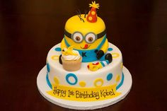 Minion (Despicable Me) Cake