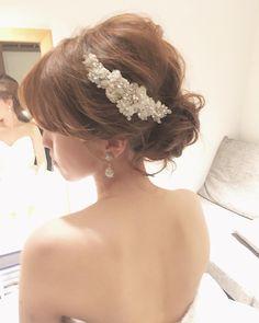 """#weddinghair #ウェディングヘア #updo #編み込み #ゆるふわウェーブ #ビジュー #ボンネ #アクセサリー #hairmake #teruyo adachi (@adada_hairmake) on Instagram: """"*wedding hair* * * * ゆるふわ下目のシニヨン パーティー前にビジューのアクセをつけて 華やかに✨☺️ *✴︎** * * * * * #ヘアメイク#ヘアアレンジ #ウェディング…"""""""