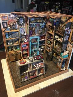 Spent a few weeks turning 'Sam's Study' into a tiny Oddities Shop! : miniatures -oiji board printed on card stock & modge podged/ real bones/ etc. Miniature Rooms, Miniature Crafts, Miniature Houses, Haunted Dollhouse, Dollhouse Miniatures, Mini Library, Mini Doll House, Halloween Miniatures, Scary Art